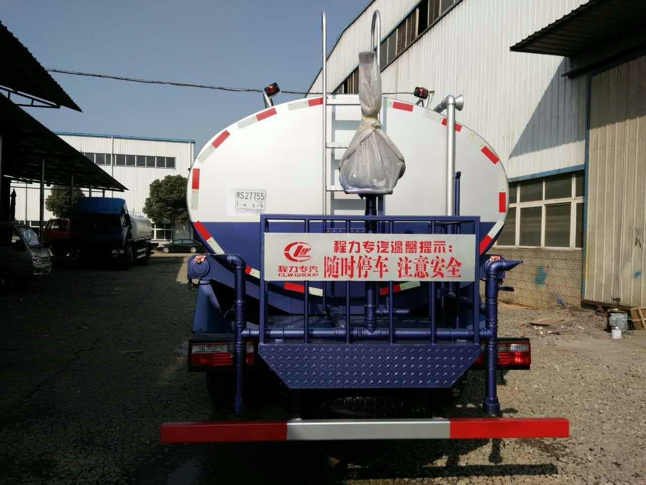 D913国五洒水车图片